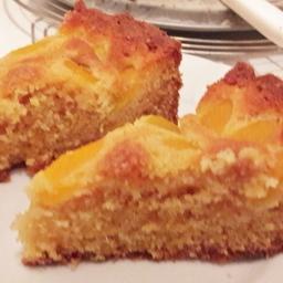 Aprikosen-Marzipankuchen