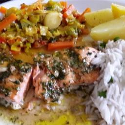Lachs mit Kräuterkruste und Lauch-Karotten-Curry